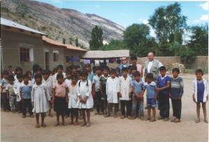 Besuch einer Schule in Soroma (Bolivien) im Jahr 2000.