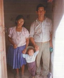 Emiliano mit Vater und Mutter.